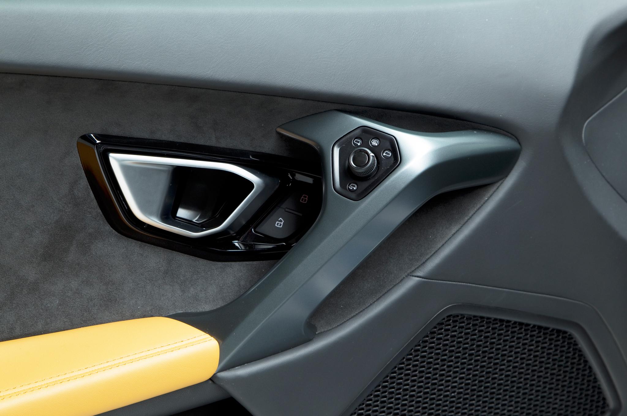 http—image.motortrend.com-f-roadtests-exotic-1312_2015_lamborghini_huracan_first_look-59412023-2015-Lamborghini-Huracan-interior-door-panel
