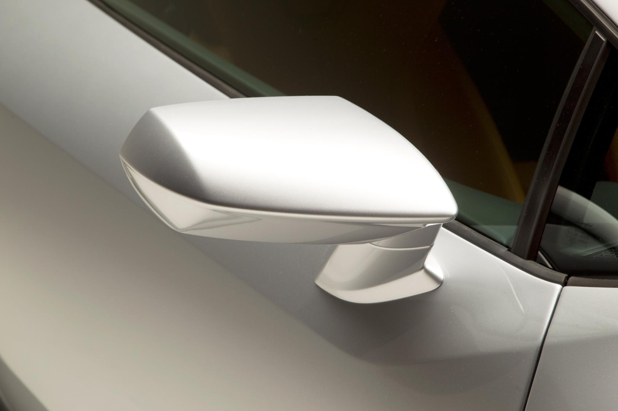 http—image.motortrend.com-f-roadtests-exotic-1312_2015_lamborghini_huracan_first_look-59412047-2015-Lamborghini-Huracan-rearview-mirror
