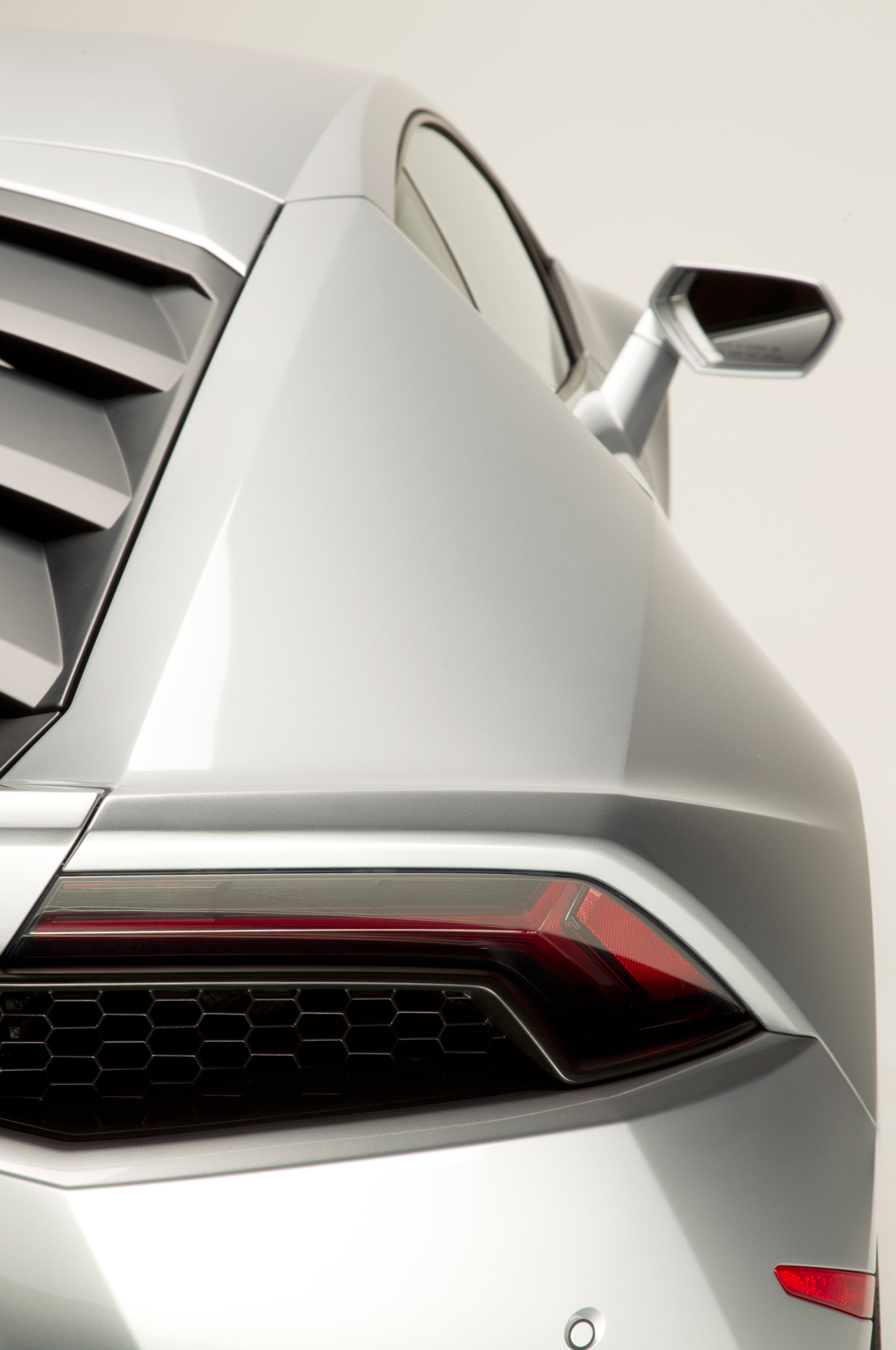 http—image.motortrend.com-f-roadtests-exotic-1312_2015_lamborghini_huracan_first_look-59412074-2015-Lamborghini-Huracan-rear-taillight-03