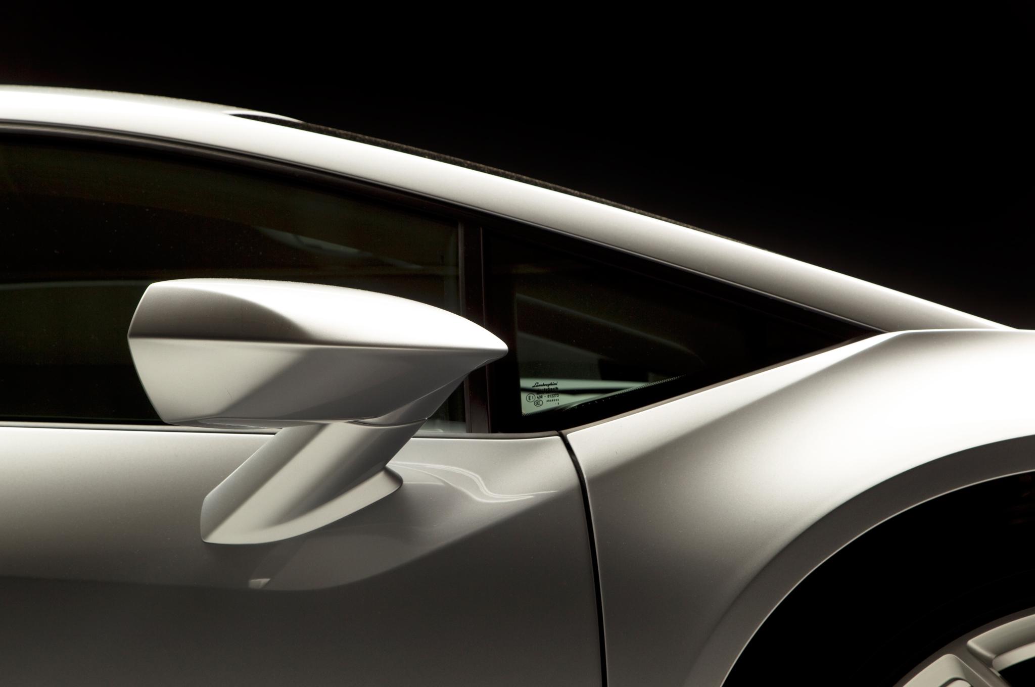 http—image.motortrend.com-f-roadtests-exotic-1312_2015_lamborghini_huracan_first_look-59412083-2015-Lamborghini-Huracan-rearview-mirror-02