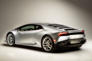 http---image.motortrend.com-f-roadtests-exotic-1312_2015_lamborghini_huracan_first_look-59412131-2015-Lamborghini-Huracan-rear-three-quarters