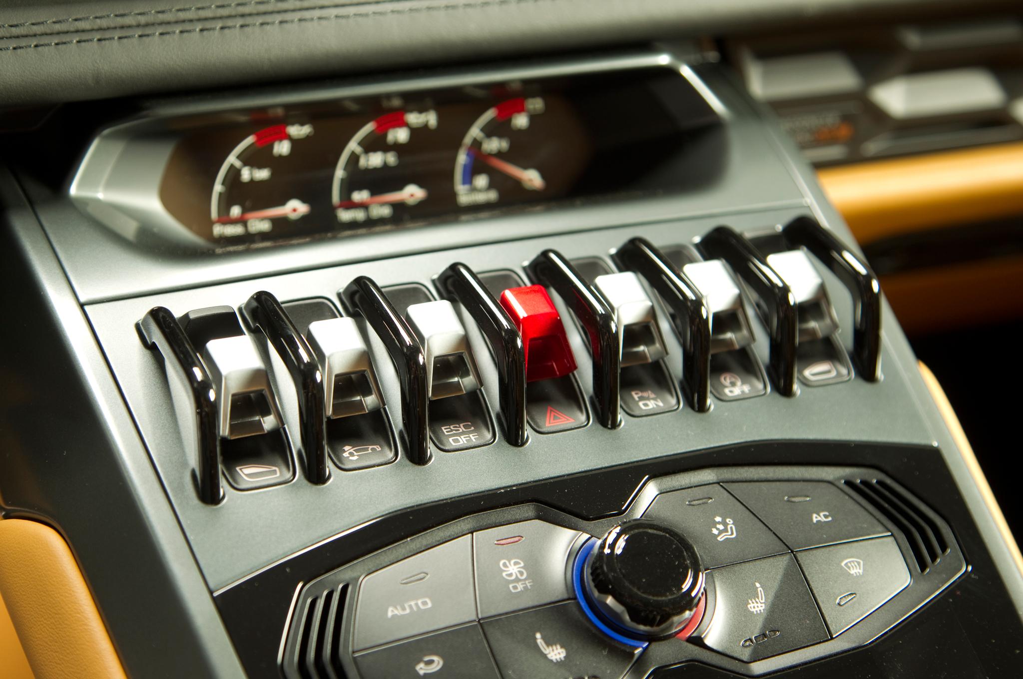 http—image.motortrend.com-f-roadtests-exotic-1312_2015_lamborghini_huracan_first_look-59412209-2015-Lamborghini-Huracan-toggle-switches