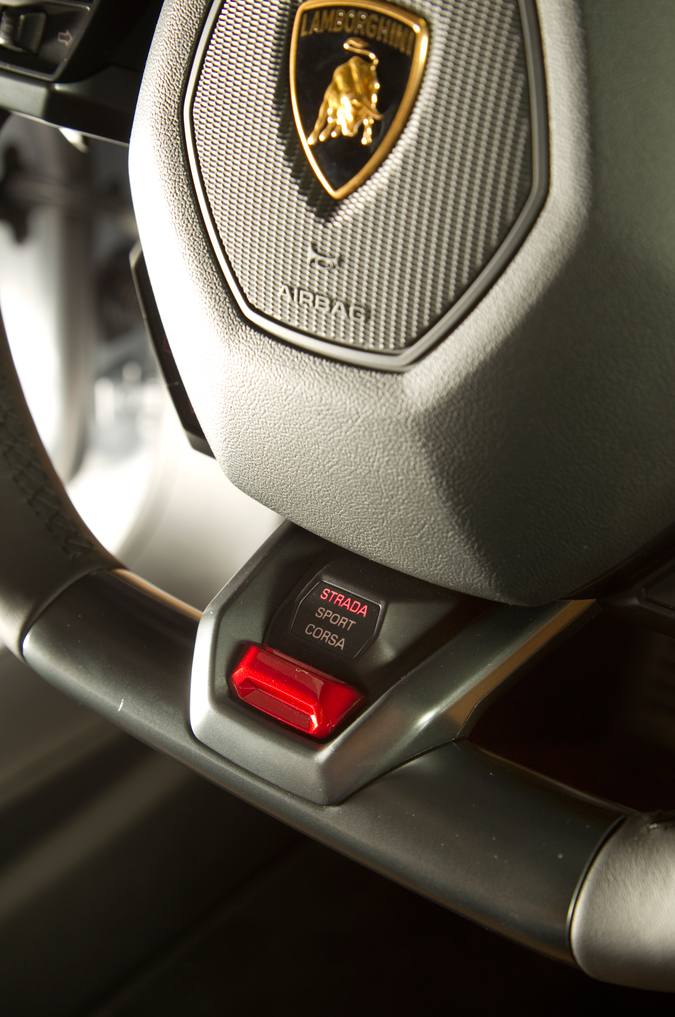 http—image.motortrend.com-f-roadtests-exotic-1312_2015_lamborghini_huracan_first_look-59412242-2015-Lamborghini-Huracan-steering-wheel-controls