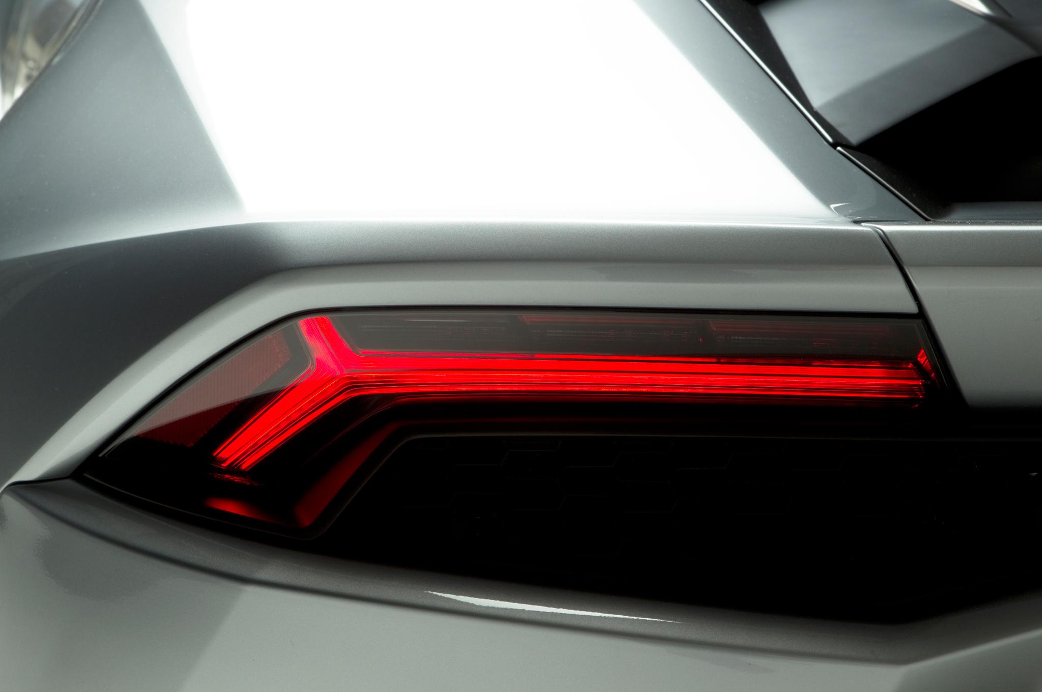 http—image.motortrend.com-f-roadtests-exotic-1312_2015_lamborghini_huracan_first_look-59412248-2015-Lamborghini-Huracan-taillight