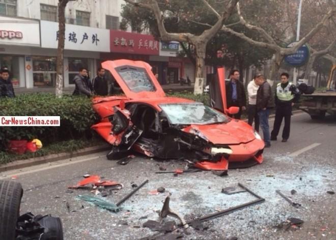 lamborghini-aventador-lp700-4-damaged-beyond-repair-in-accident-china_1