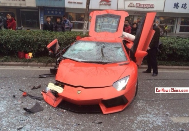 lamborghini-aventador-lp700-4-damaged-beyond-repair-in-accident-china_2
