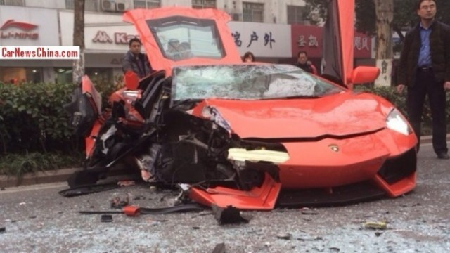 lamborghini-aventador-lp700-4-damaged-beyond-repair-in-accident-china_5