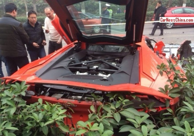 lamborghini-aventador-lp700-4-damaged-beyond-repair-in-accident-china_6