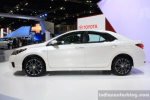 Toyota-Corolla-Altis-ESport-side-at-2014-Bangkok-Motor-Show