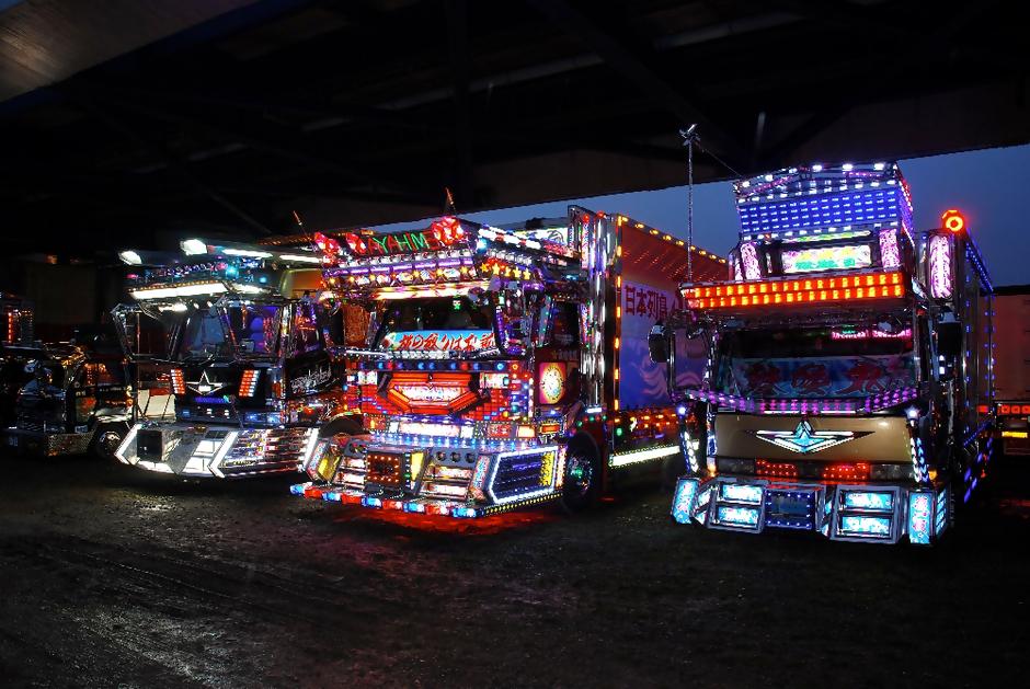 dekotora-trucks