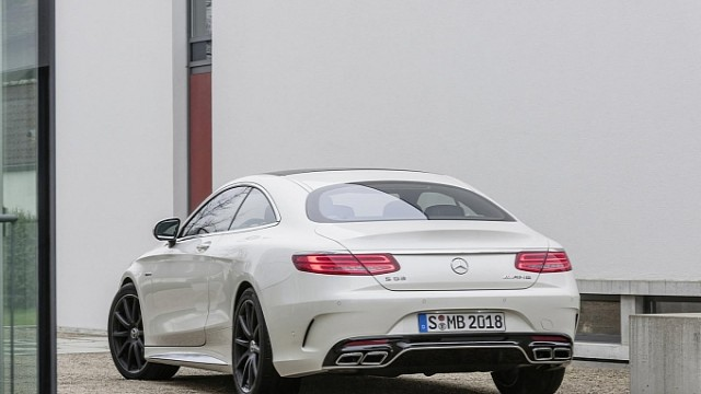mercedes-new-s-63-amg-coupe-revealed-is-a-sexy-brute-photo-gallery-medium_9