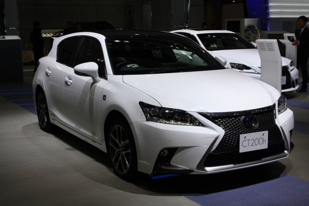 2014-Lexus-CT200h-front-three-quarters-at-2013-Tokyo-Motor-Show