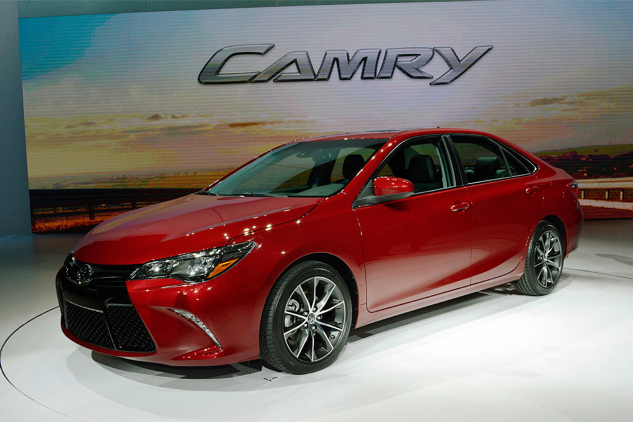 2015 toyota camry unveiled at the new york auto show pakwheels blog. Black Bedroom Furniture Sets. Home Design Ideas