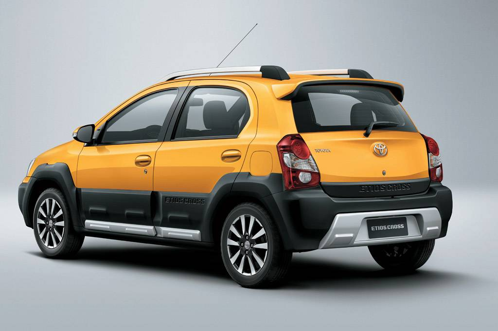 Toyota Etios Cross launched in India at 5.76 lacs ...
