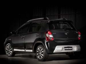 Toyota-Etios-Cross-rear