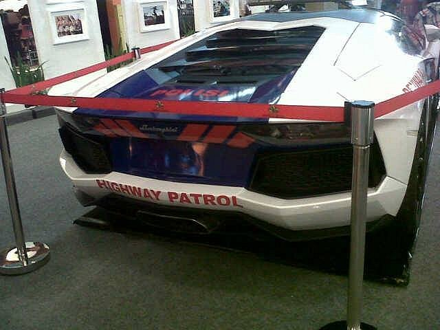 lamborghini-aventador-and-gallardo-become-police-cars-in-indonesia-medium_5