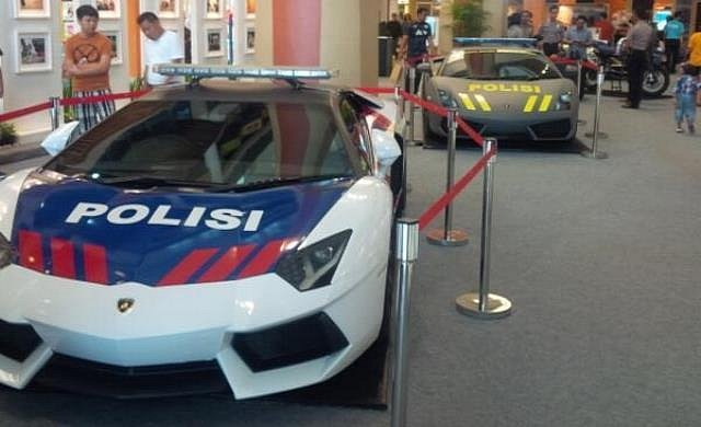 lamborghini-aventador-and-gallardo-become-police-cars-in-indonesia-medium_6