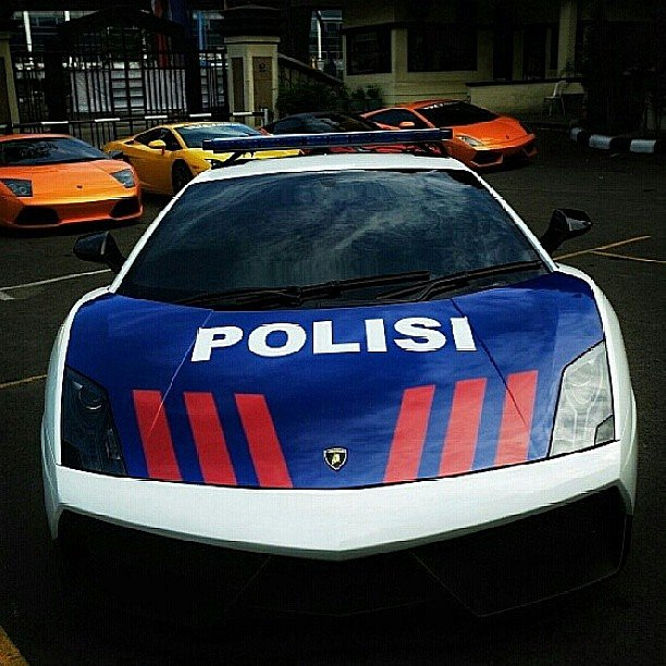 lamborghini-aventador-and-gallardo-become-police-cars-in-indonesia-medium_9