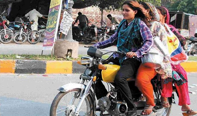 Sialkot-Women-Ride-Motorcycle-bike-Leaving-2013-Behind-Sialkot-Brave-Women-2014