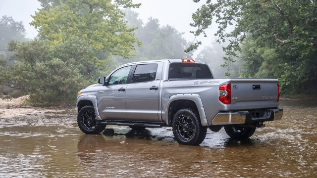 2015-toyota-tundra-bass-pro-shops-off-road-edition-003-1