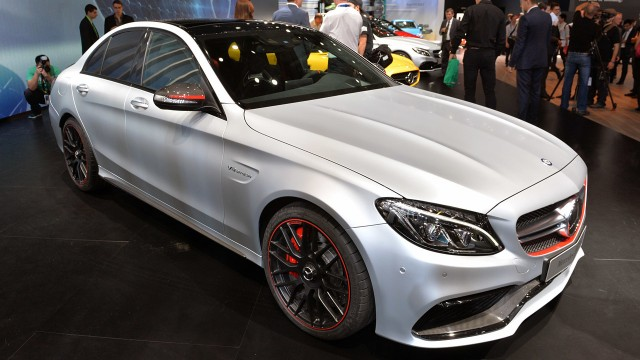 01-2016-mercedes-amg-c63-paris-1
