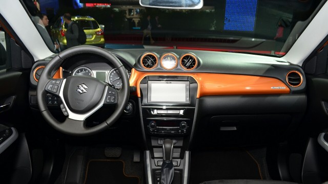 2015-Suzuki-Vitara-dashboard-at-the-2014-Paris-Motor-Show