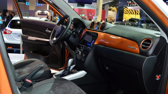 2015-Suzuki-Vitara-front-seats-at-the-2014-Paris-Motor-Show