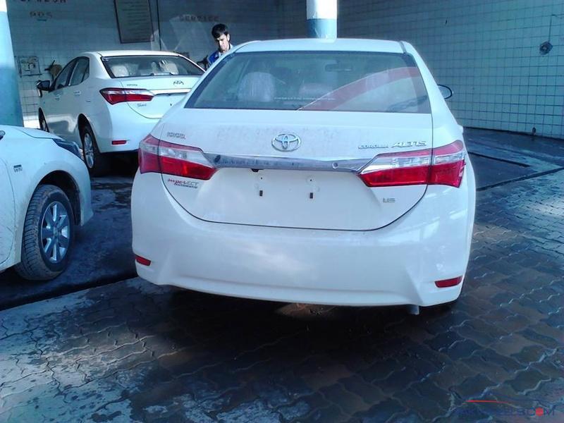Corolla Altis 1.6 Pakistan (3)