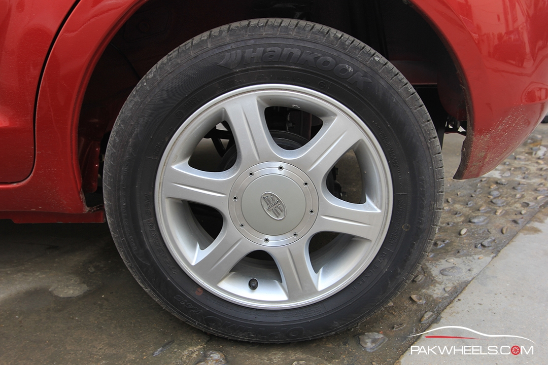 Driven-FAW-V2-Pakwheels-Exterior (6)