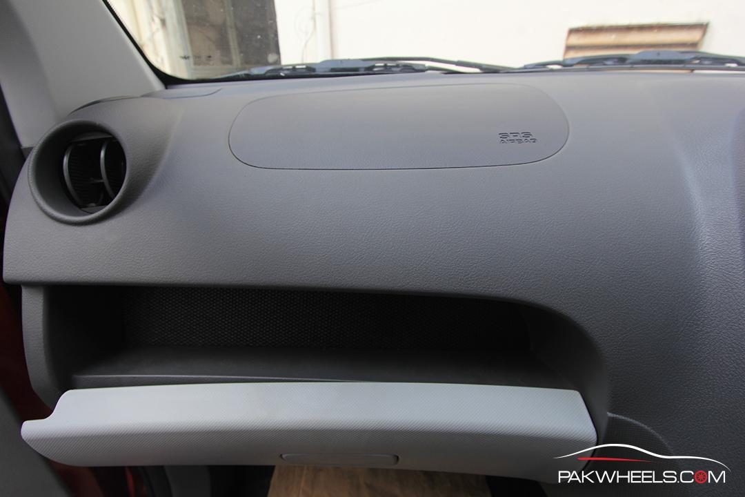 Driven-FAW-V2-Pakwheels-Interior (4)