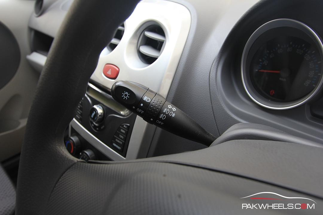 Driven-FAW-V2-Pakwheels-Interior (9)