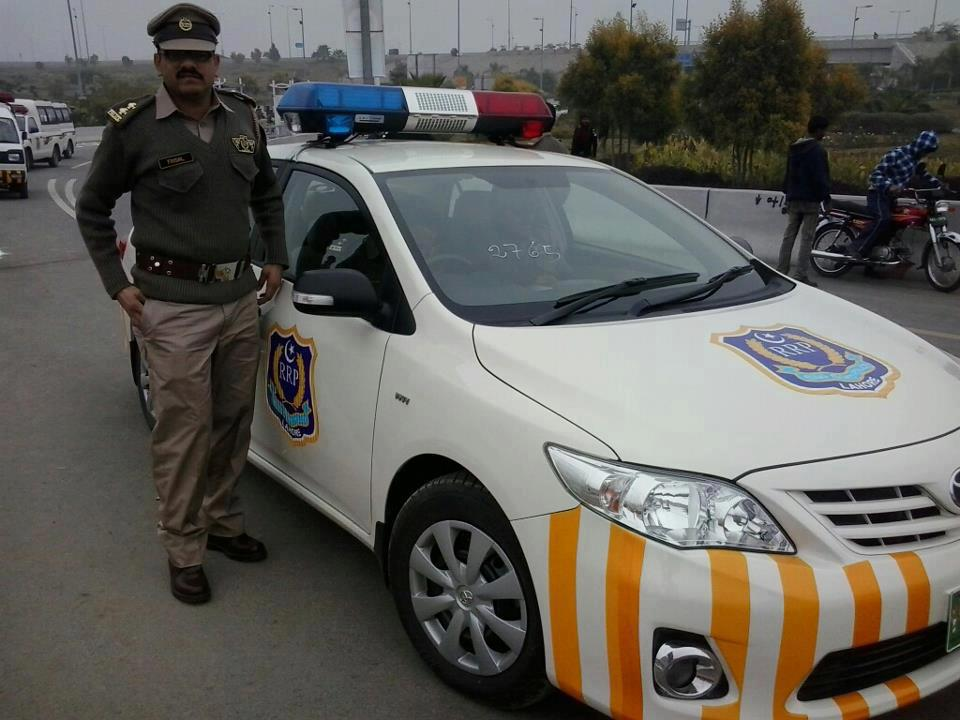Ring-Road-Police-Offficer-Lahore-Pakistan