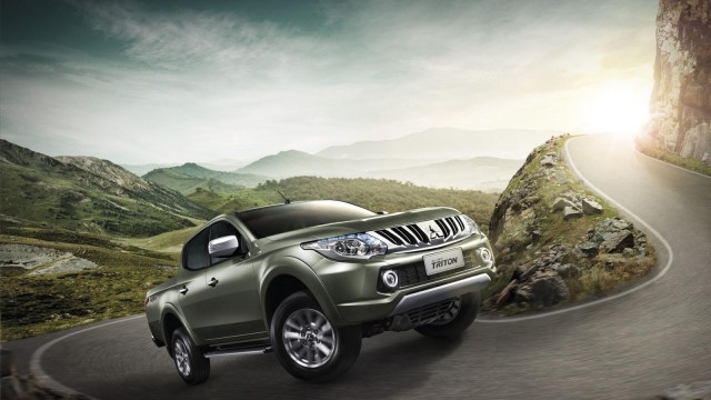 2015-mitsubishi-triton-l200-debuts-in-thailand-video-photo-gallery_1