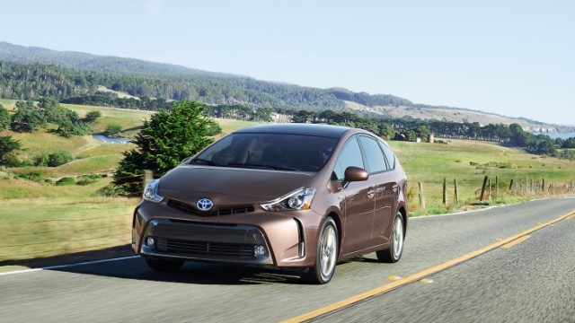 toyota-gives-the-the-big-prius-v-a-2015-overhaul-adds-style-and-tech-photo-gallery-89088_1