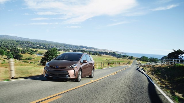 toyota-gives-the-the-big-prius-v-a-2015-overhaul-adds-style-and-tech-photo-gallery_2