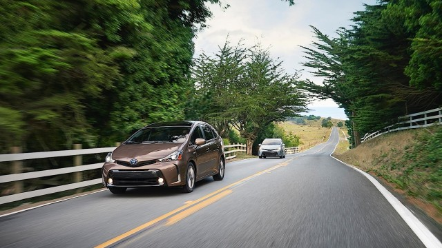 toyota-gives-the-the-big-prius-v-a-2015-overhaul-adds-style-and-tech-photo-gallery_6