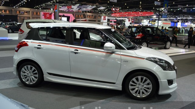 2015-Suzuki-Swift-RX-front-three-quarters-at-the-2014-Thailand-International-Motor-Expo