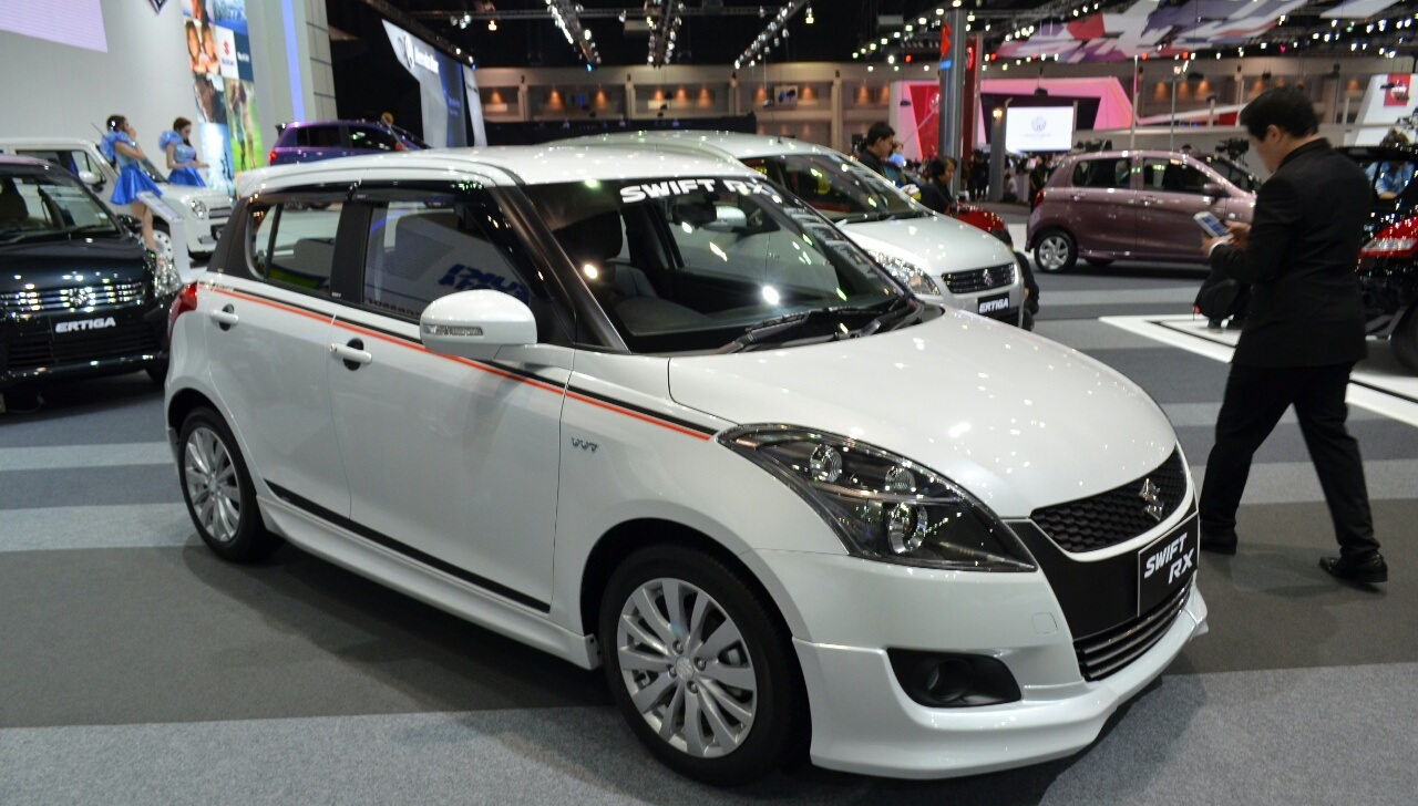 2015-suzuki-swift-rx-front-three-quarters-left-at-the-2014-thailand-international-motor-expo1