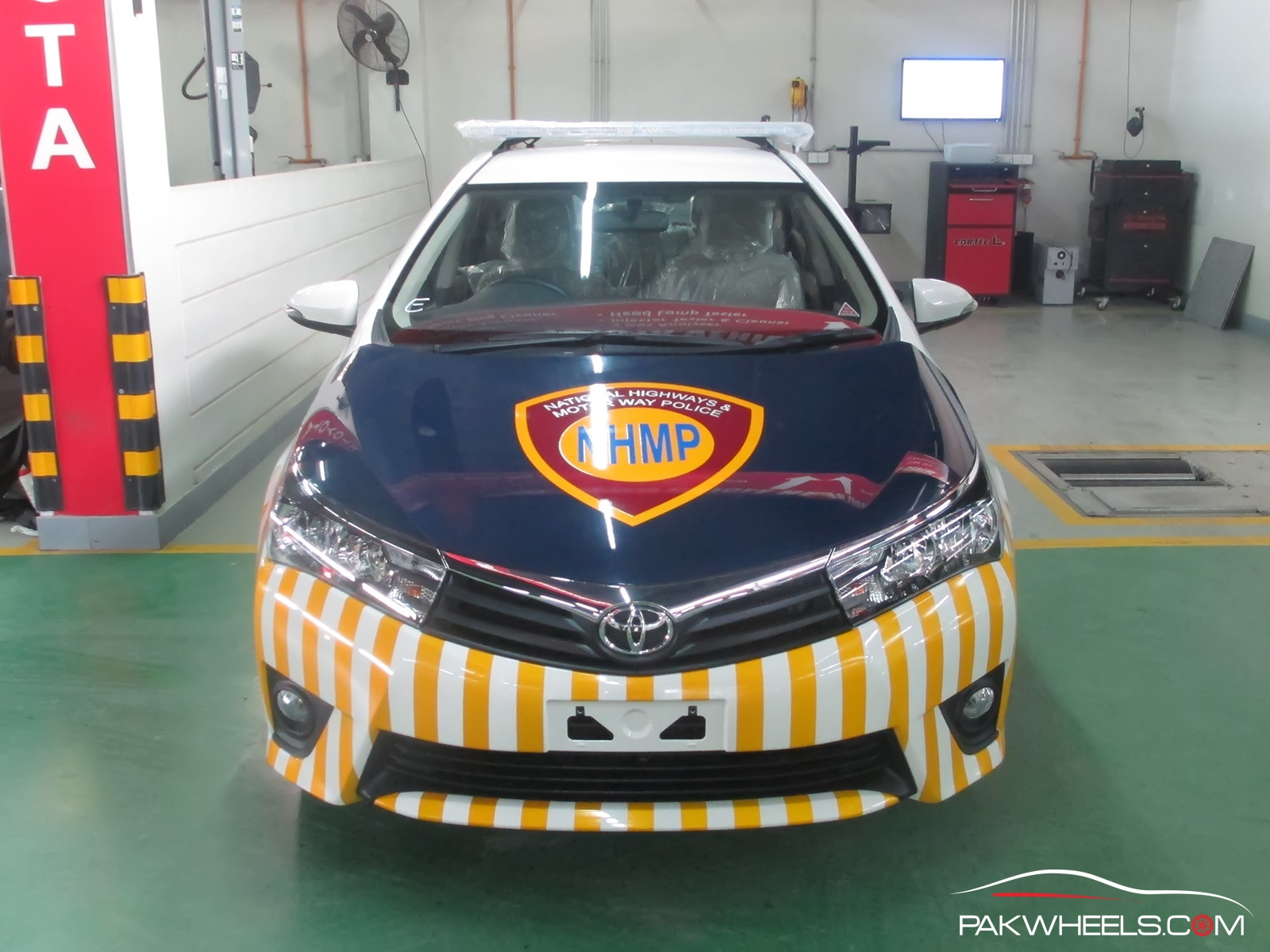 Motorway-police-toyota-corolla-altis-1-11