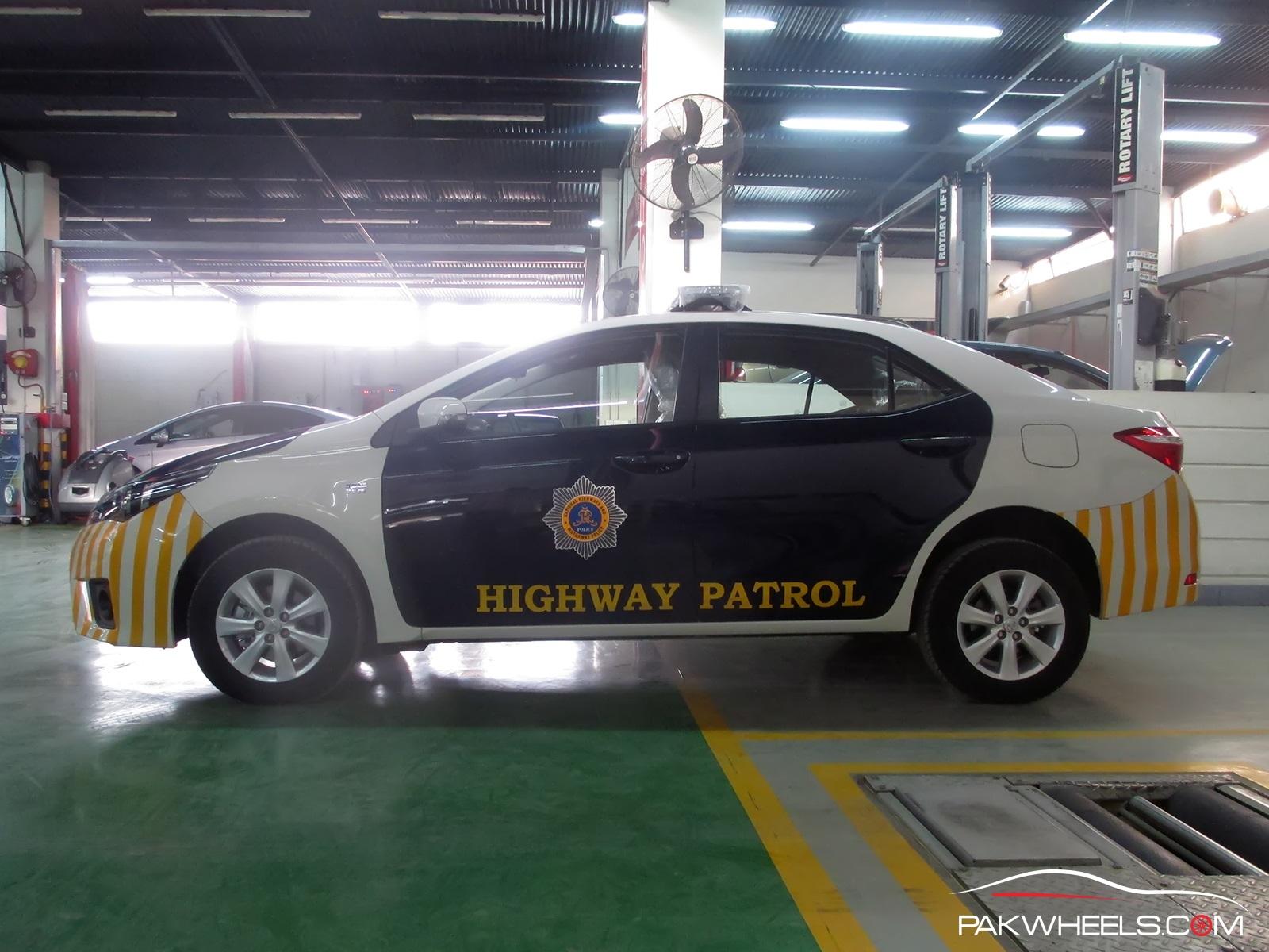 Motorway Police Toyota Corolla Altis 1 (13)