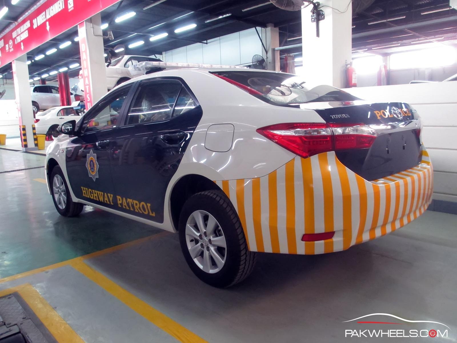 Motorway Police Toyota Corolla Altis 1 (14)