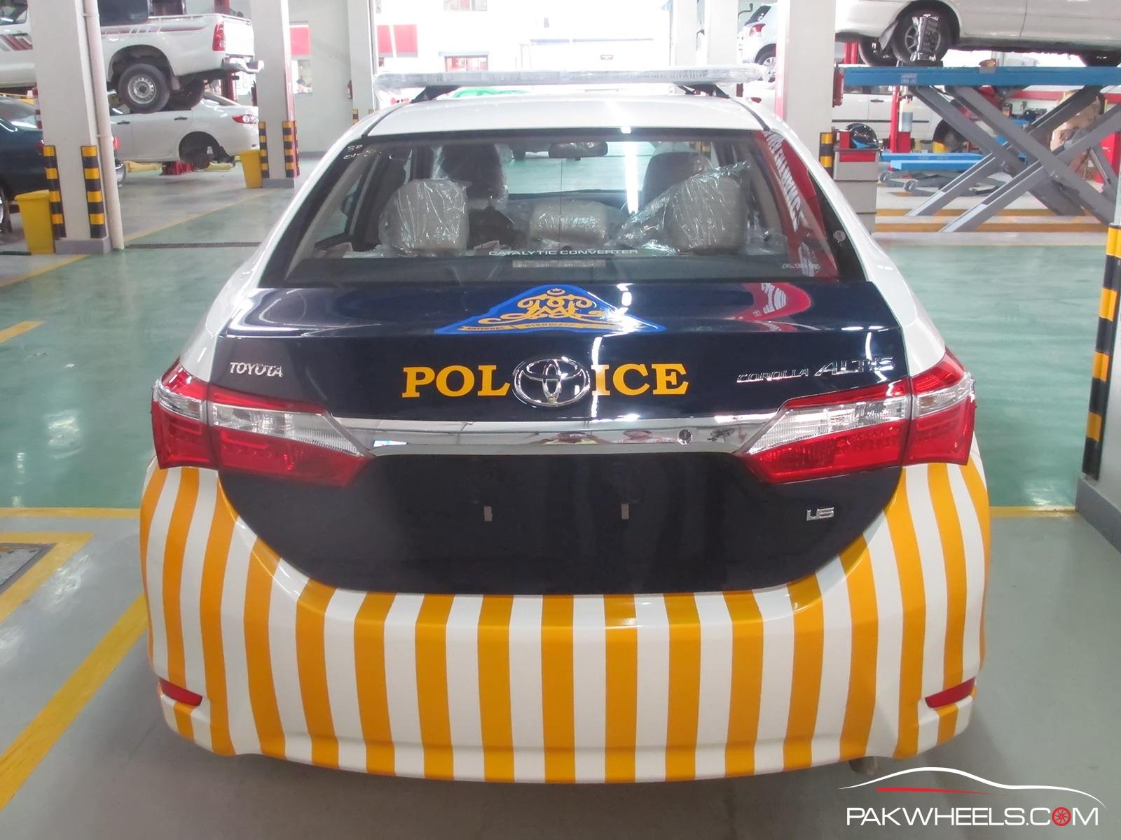 Motorway Police Toyota Corolla Altis 1 (15)