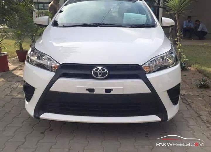 Toyota Vitz 2015 Pakistan (3)
