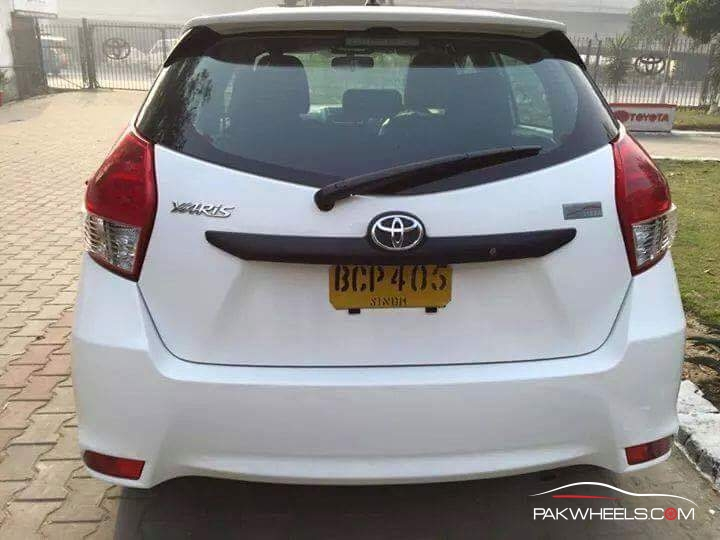 Toyota Vitz 2015 Pakistan (4)