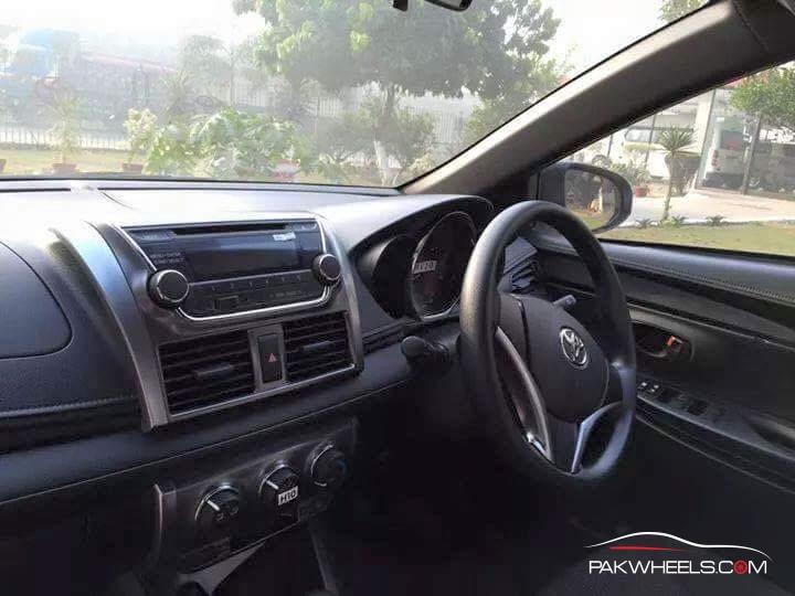 Toyota Vitz 2015 Pakistan (5)