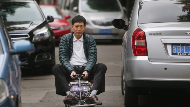 shanghai-man-builds-250-mini-car-comes-with-an-engine-breaks-and-sound-system_1