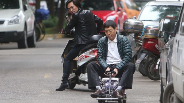 shanghai-man-builds-250-mini-car-comes-with-an-engine-breaks-and-sound-system_4