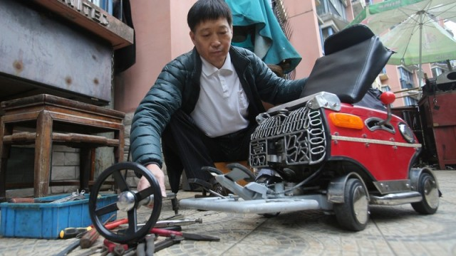 shanghai-man-builds-250-mini-car-comes-with-an-engine-breaks-and-sound-system_5