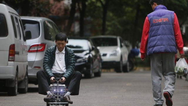 shanghai-man-builds-250-mini-car-comes-with-an-engine-breaks-and-sound-system_7