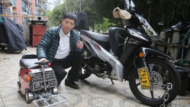 shanghai-man-builds-250-mini-car-comes-with-an-engine-breaks-and-sound-system_8